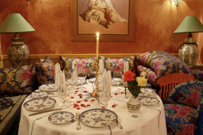 Marokkaans diner en show excursions - Marokkaans ajoure teken ...